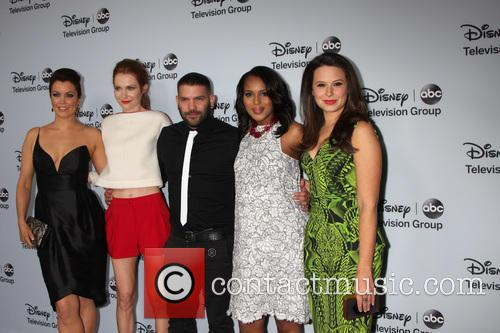 Bellamy Young, Darby Stanfield, Guillermo Diaz, Kerry Washington and Katie Lowes 6