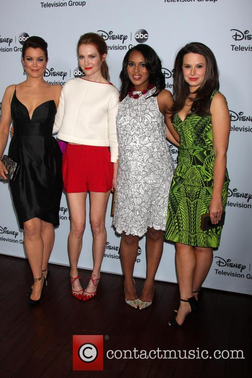 Bellamy Young, Darby Stanfield, Kerry Washington and Katie Lowes 7