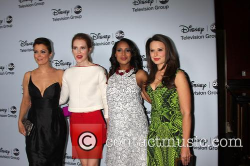 Bellamy Young, Darby Stanfield, Kerry Washington and Katie Lowes 8