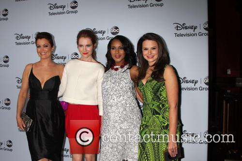 Bellamy Young, Darby Stanfield, Kerry Washington and Katie Lowes 9