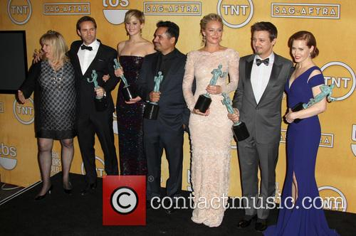Alessandro Nivola, Amy Adams, Colleen Camp, David O. Russell, Elisabeth Rohm, Jennifer Lawrence, Jeremy Renner and Michael Pena 3