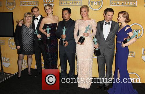 Alessandro Nivola, Amy Adams, Colleen Camp, David O. Russell, Elisabeth Rohm, Jennifer Lawrence, Jeremy Renner and Michael Pena 4