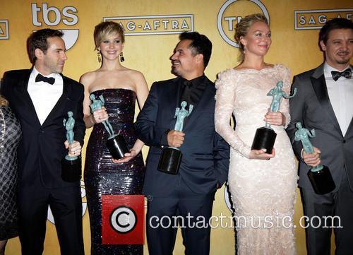 Alessandro Nivola, Jennifer Lawrence, Michael Pena, Elisabeth Röhm and Jeremy Renner 1