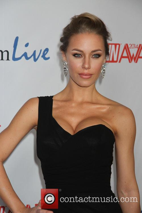 nicole aniston 2014 avn awards 2 pictures. Black Bedroom Furniture Sets. Home Design Ideas