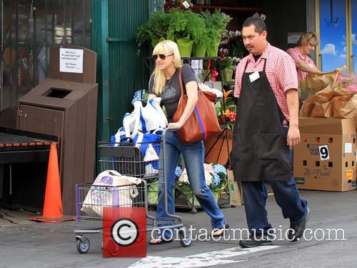 Anna Faris shops for groceries at Bristol Farms