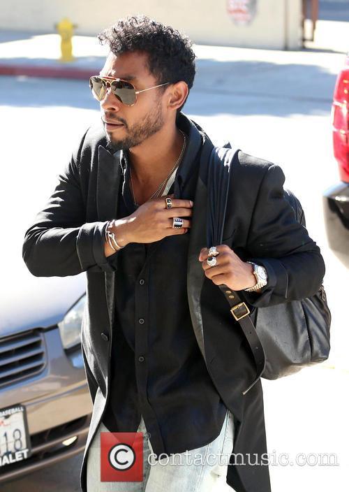 Miguel arrives at a recording studio