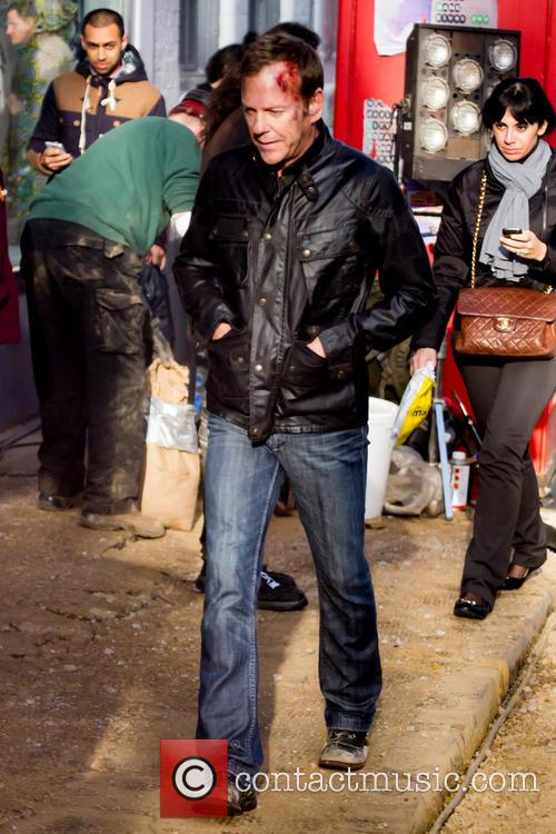 Kiefer Sutherland Filming 24 London Walking Around