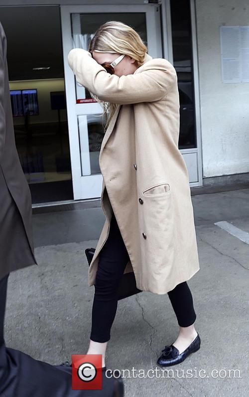 Ashley Olsen keeps hides face at LAX