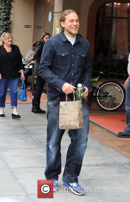 charlie hunnam charlie hunnam shopping in beverly 4039171