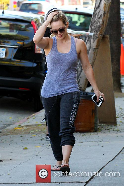 Hilary Duff stops at a nail salon