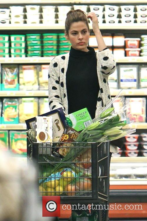 eva mendes eva mendes shops for groceries 4277810