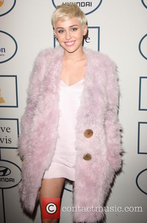 Miley at pre Grammy gala