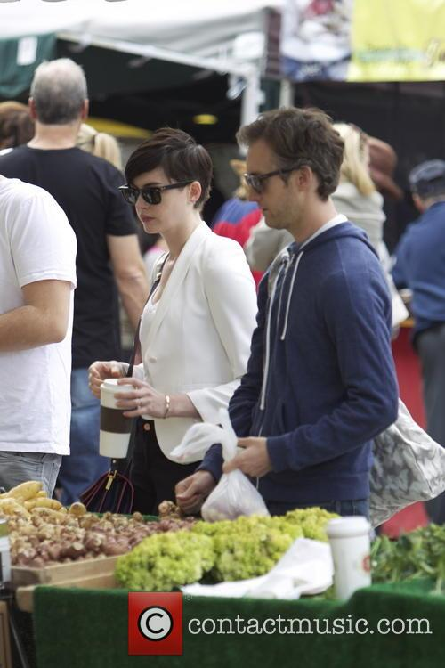 Anne Hathaway and Adam Shulman 12