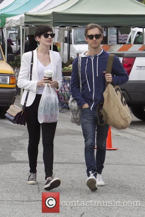 Anne Hathaway, Adam Shulman, Beverly Hills Farmers Market