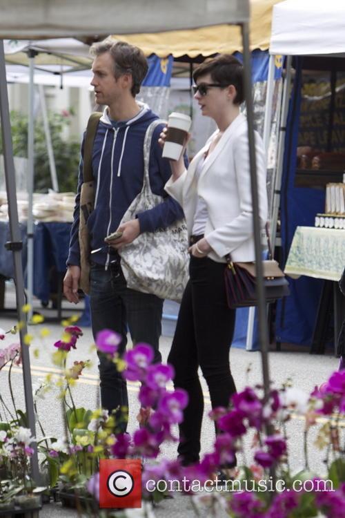 Anne Hathaway and Adam Shulman 24