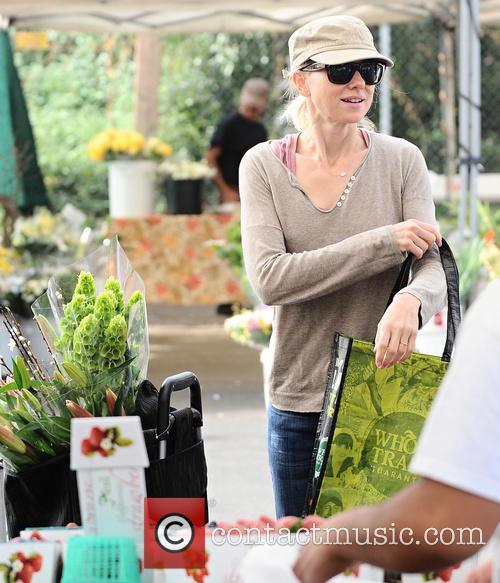 Naomi Watts Shopping For Fresh Flowers