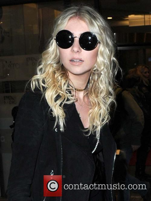 Taylor Momsen leaves BBC Radio 1