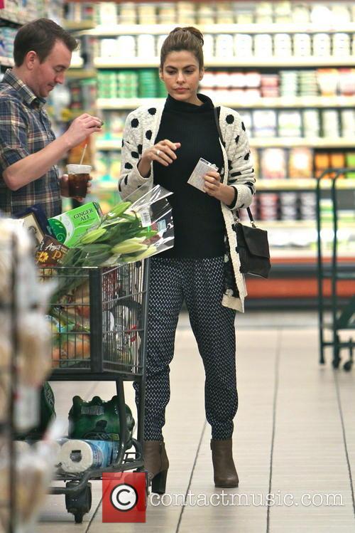 eva mendes eva mendes shops for groceries 4042107