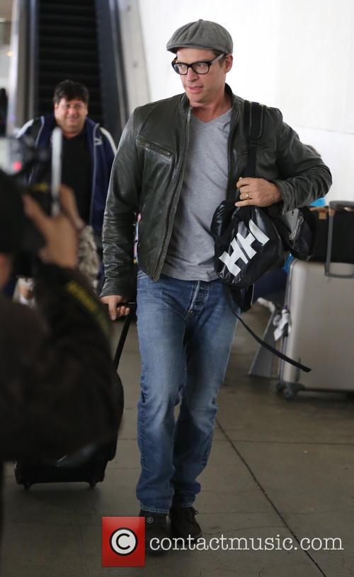 Harry Connick, Jr. pulling his suitcase at LAX