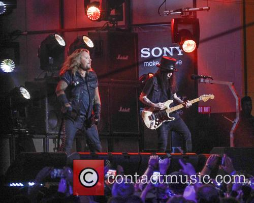 Motley Crue, Vince Neil and Mick Mars 4