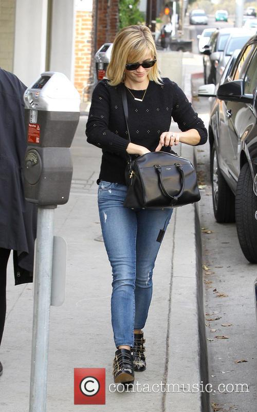 reese witherspoon reese witherspoon runs errands in 4052030