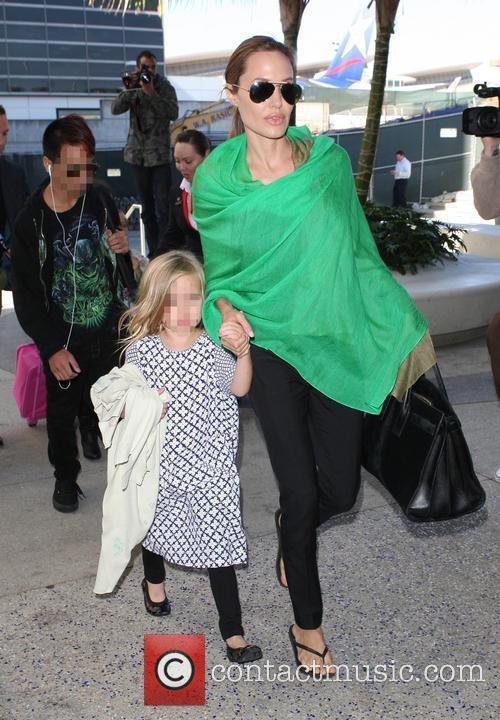Maddox Chivan Jolie-Pitt, Angelina Jolie and Vivienne Marcheline Jolie-Pitt 2