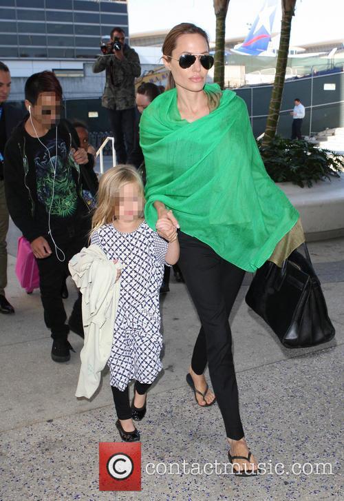 Maddox Chivan Jolie-Pitt, Angelina Jolie and Vivienne Marcheline Jolie-Pitt 3