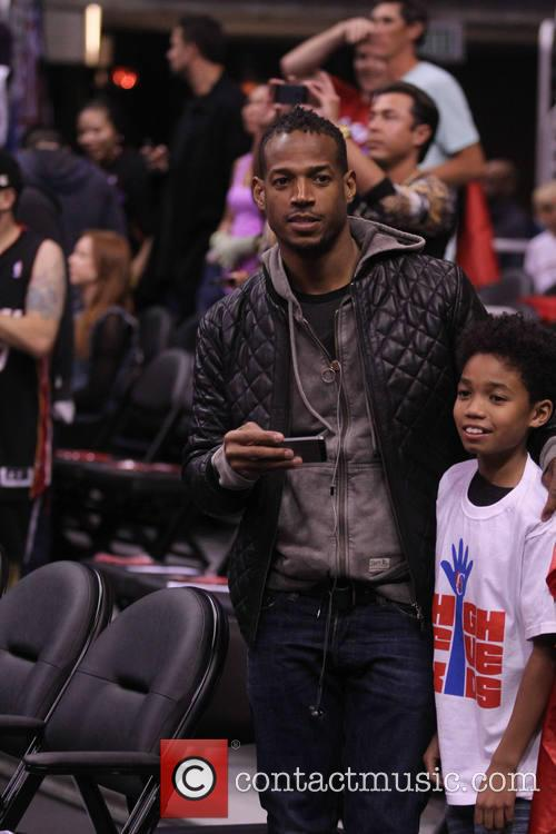 marlon wayans celebs at the clippers game 4054292