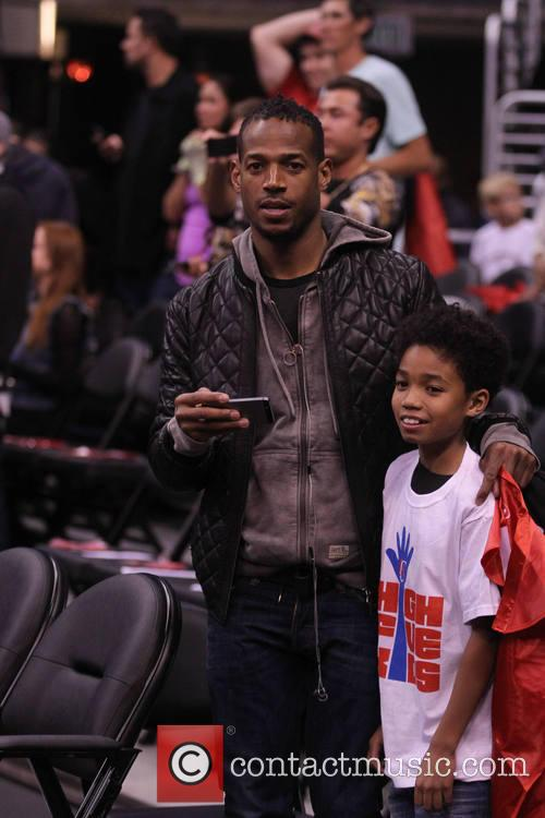 marlon wayans celebs at the clippers game 4054321