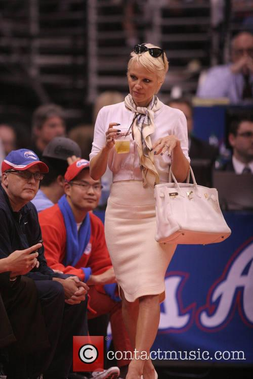 pamela anderson celebs at the clippers game 4054306