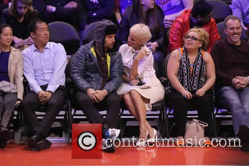 pamela anderson rick solomon celebs at the clippers 4054317