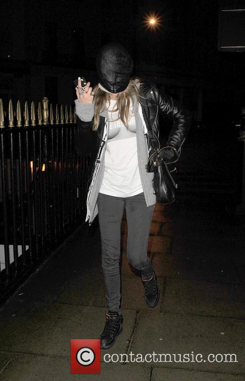 cara delevingne cara delevingne returns home wearing 4055290
