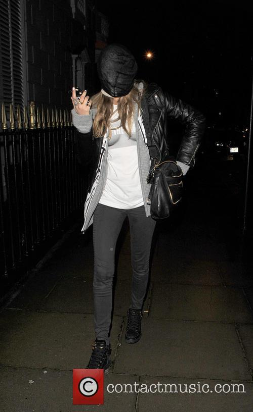 cara delevingne cara delevingne returns home wearing 4055291