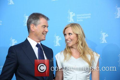 Piierce Brosnan (l) and Toni Collette 2