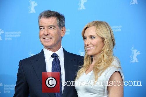 Piierce Brosnan (l) and Toni Collette 3