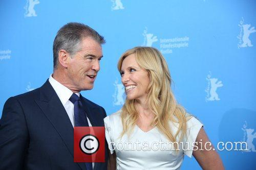 Piierce Brosnan (l) and Toni Collette 4