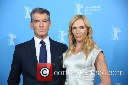 Piierce Brosnan (l) and Toni Collette 1