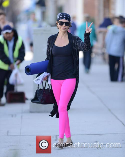 Lisa Rinna goes to yoga