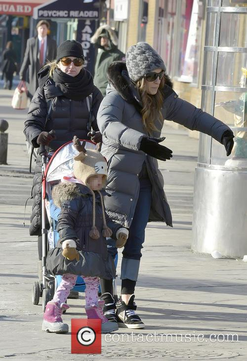 Sarah Jessica Parker takes her children to school