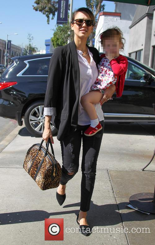 Jessica Alba takes her daughter to Urth Cafe