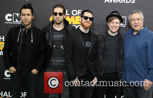 Pete Wenz, Joe Trohman, Andy Hurley, Patrick Stump, Of Fall Out Boy and Stuart Snyder 4