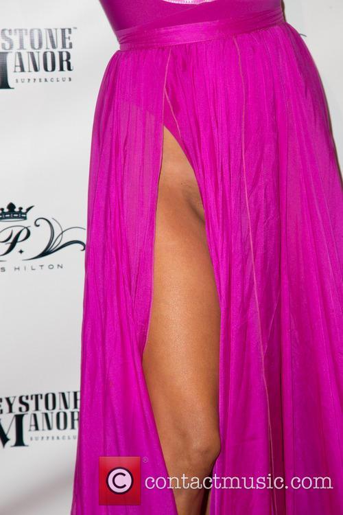 Paris Hilton, Greystone Manor