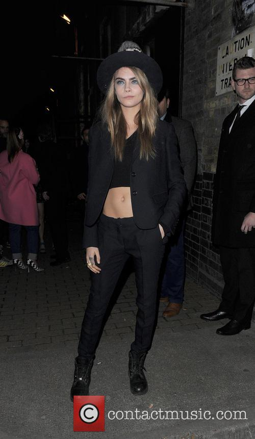 LFW a/w 2014 - Giles - Outside Arrivals