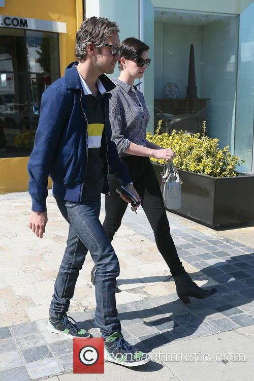 Adam Shulman and Anne Hathaway 3