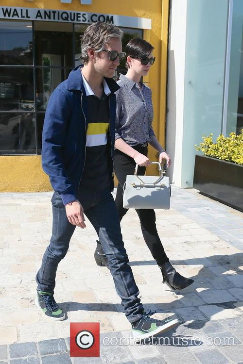 Adam Shulman and Anne Hathaway 4