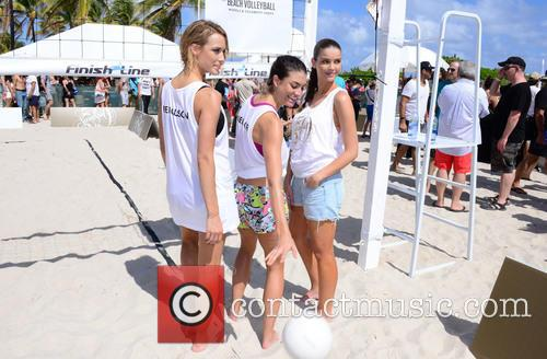 Hannah Ferguson, Lauren Mellor and Sara Sampaio 2