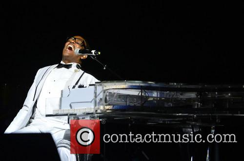 Charlie Wilson performs live