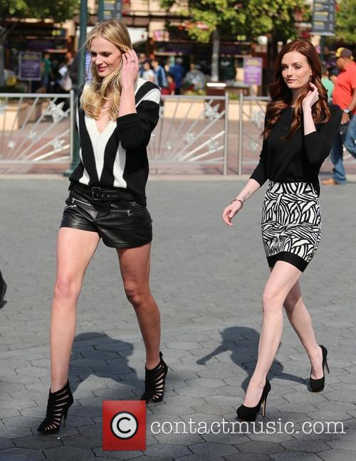 Anne Vyalitsyna and Lydia Hearst 6