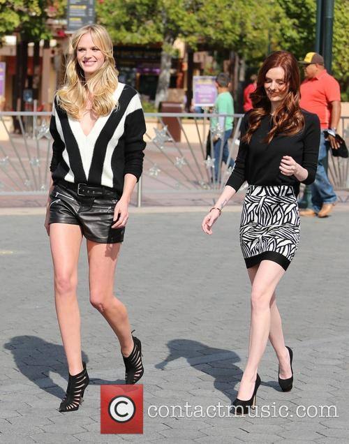 Anne Vyalitsyna and Lydia Hearst 7