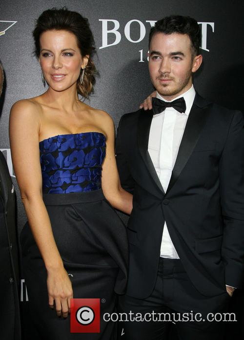 Kate Beckinsale and Kevin Jonas 5